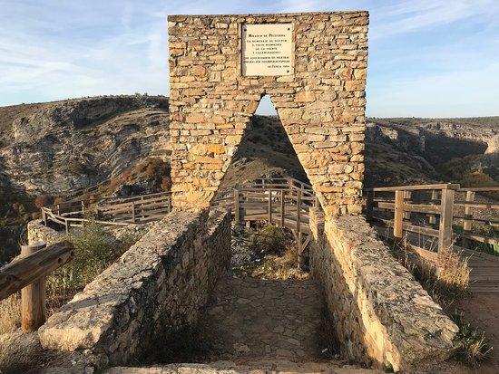 Mirador construido por suscripción popular en honor a Felix Rodriguez de la Fuente.